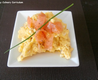 Oeufs brouillés au saumon fumé (Scrambled eggs with smoked salmon)