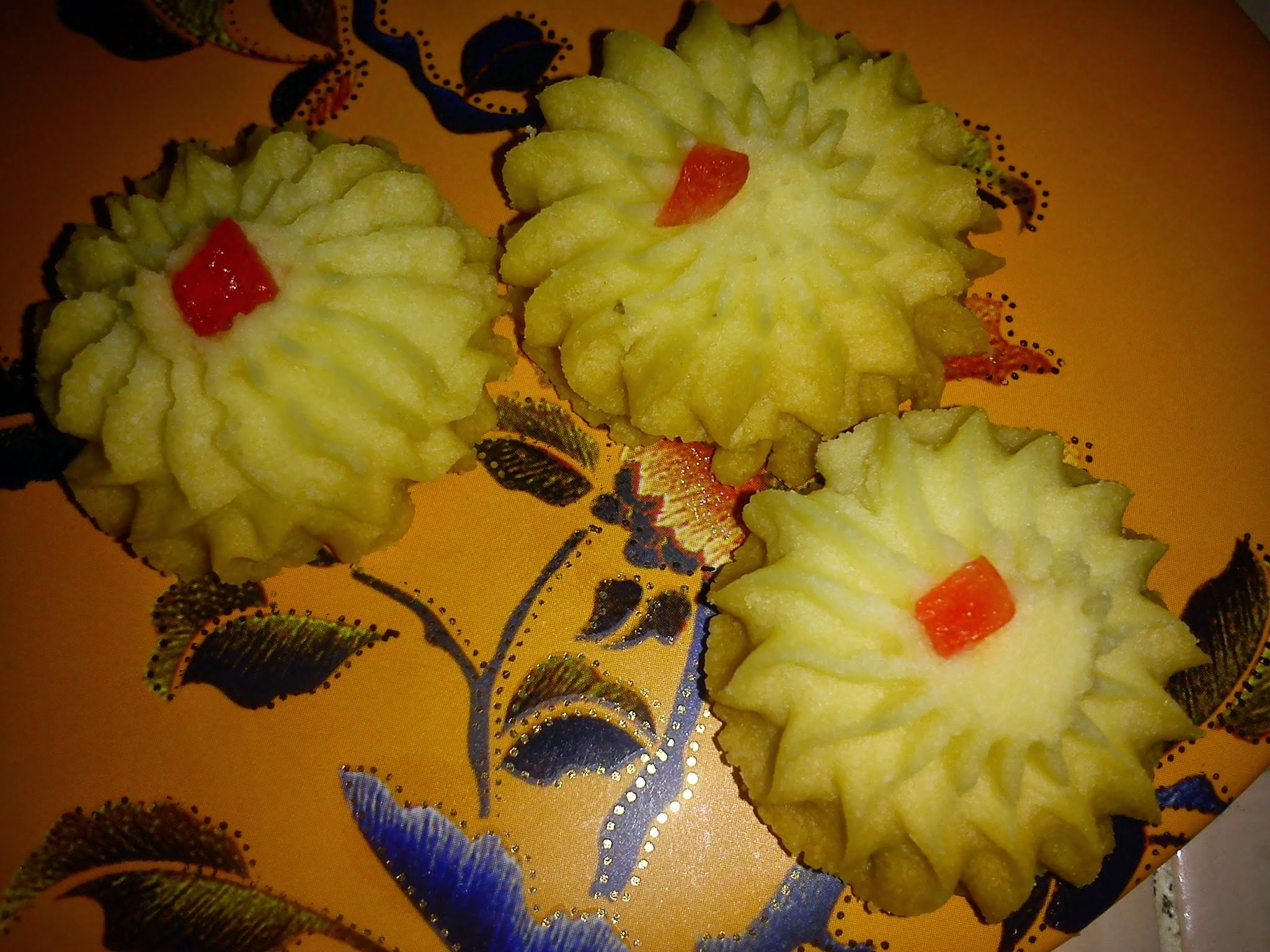 CNY 2015  Flower Shape German Cookies [花花德式酥饼]