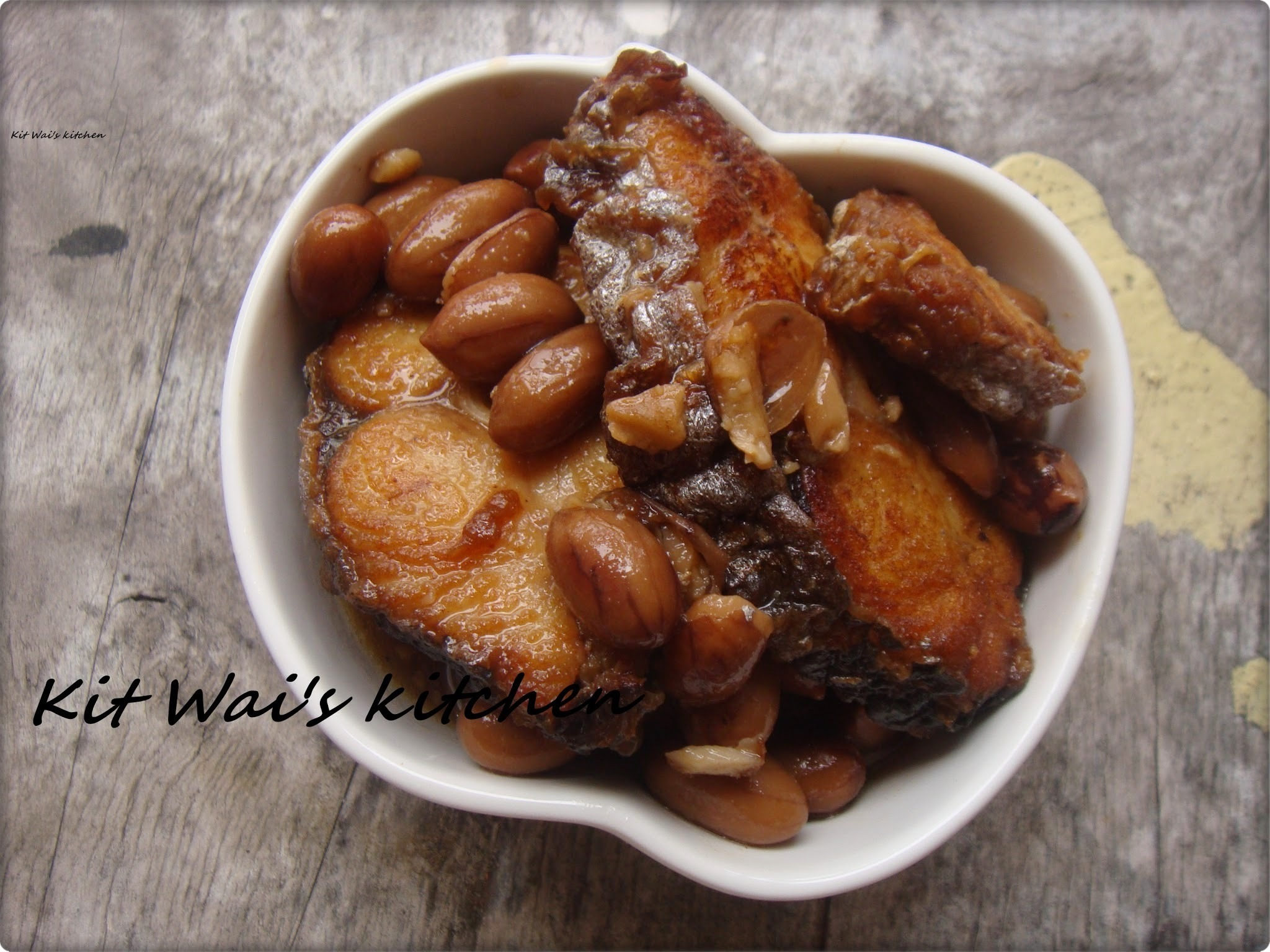 红烧花生鱼肉煲 ~  Braised Fish with Peanuts in Claypot