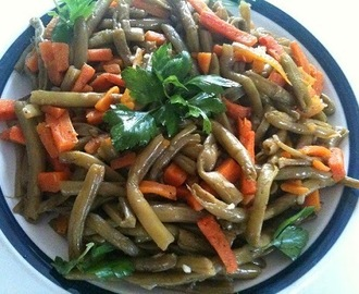 Les haricots verts sautés (green beans and carrot with butter)