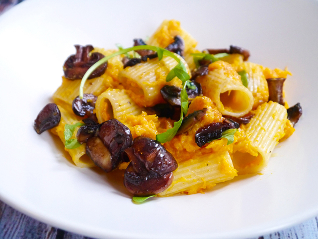 Creamy pumpkin pasta with arugula and chestnut mushrooms sautéed in red wine sauce