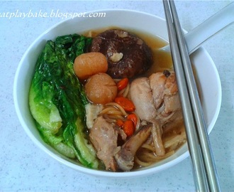 药材鸡汤面 Chinese Herbal Chicken Noodle Soup