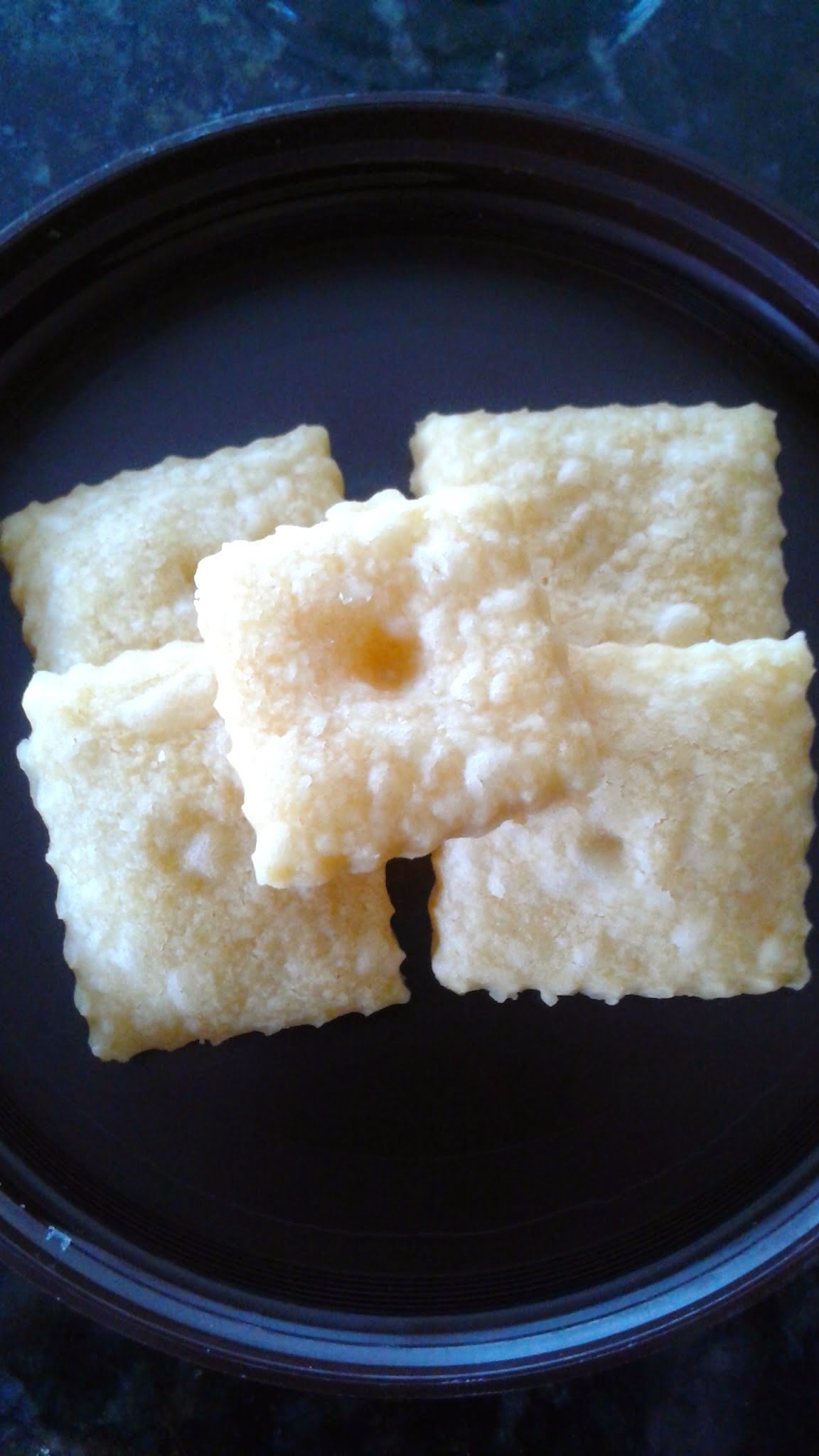 4 Ingredients Cheese Crackers