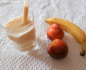 Smoothie mangue, banane, nectarine jaune et lait de coco (Smoothie mango, banana, yellow nectarine and coconut milk)