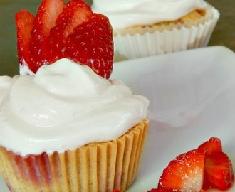 Low Carb Strawberry Cupcakes
