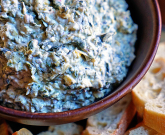 Roasted Garlic, Spinach and Artichoke Dip