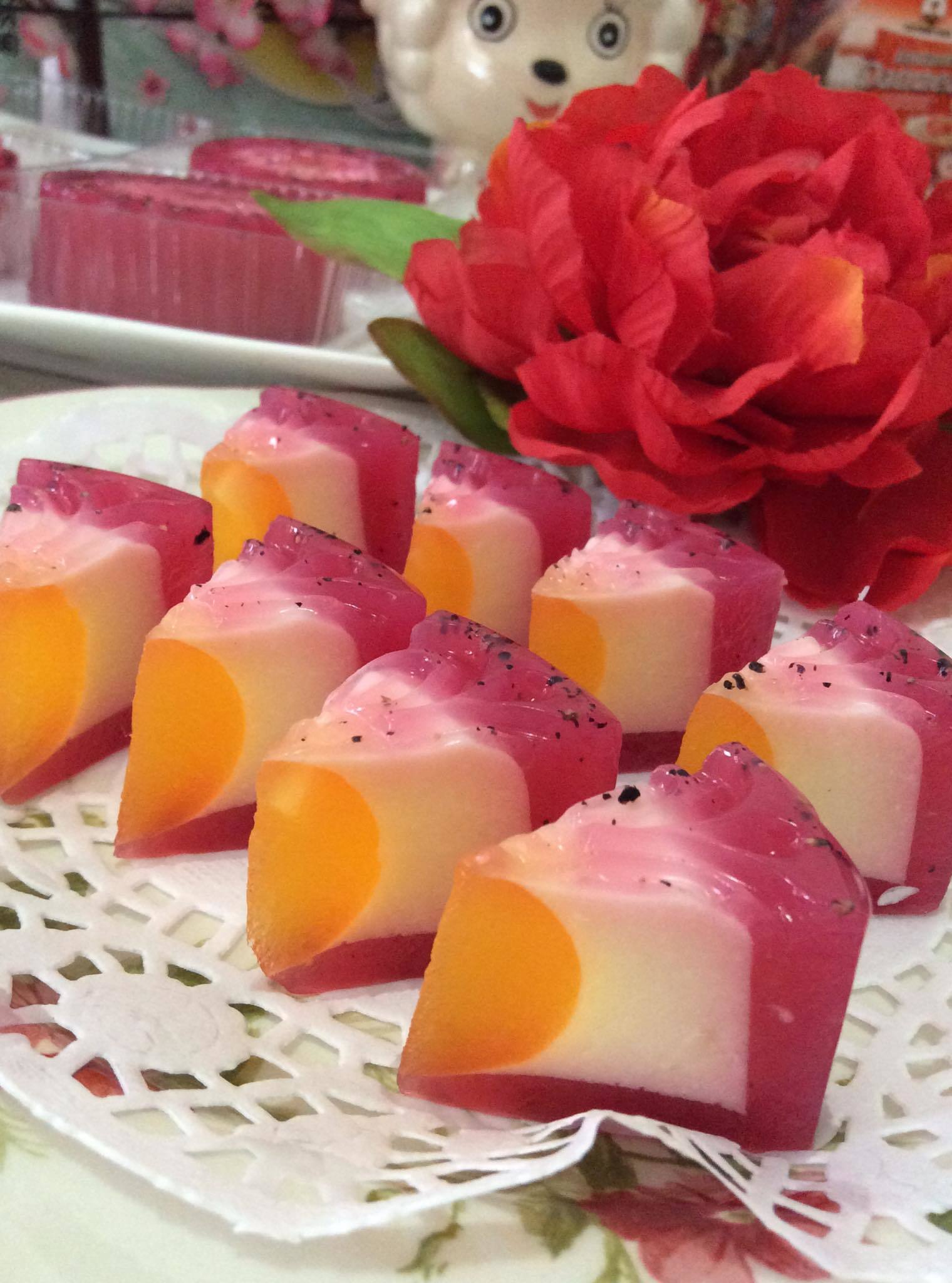 ~~ Dragon Fruit Cheesy Jelly MoonCake ~~        龙珠果芝士燕菜月饼