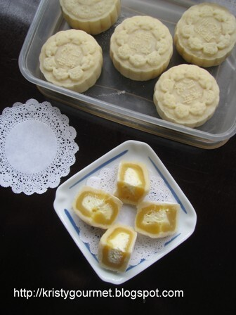 Yuzu Snow Skin Mooncake With Citrusy Cheese Fillings @ 柚子奶油芝士冰皮月饼