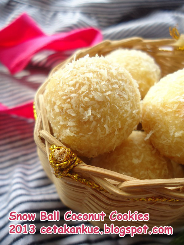 Snow Ball Coconut Cookies
