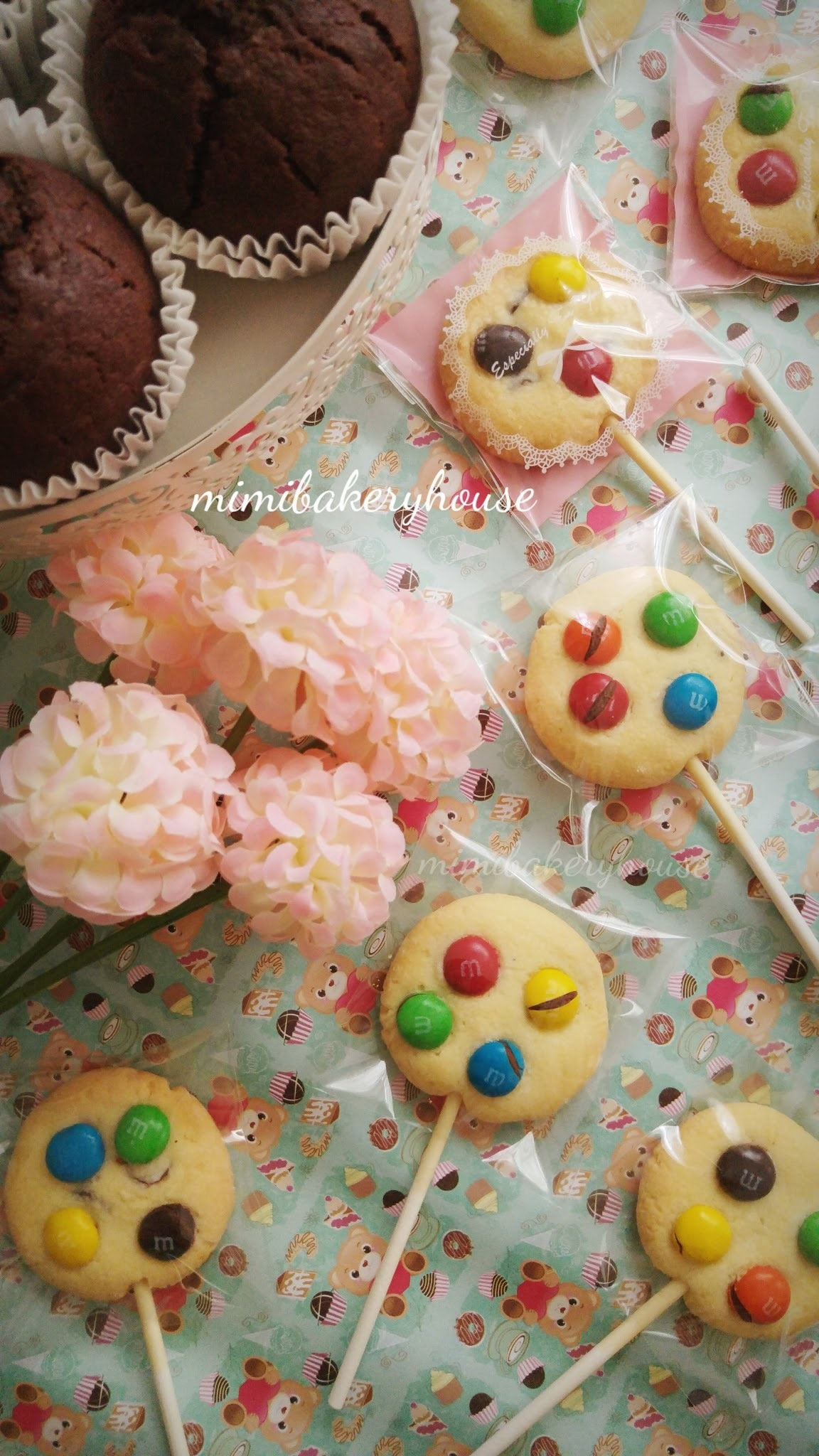 Lollipop M&M Chocolate Chips Cookies [07 Oct 2015]