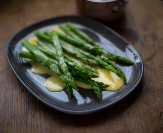 Two-Minute Power Blender Hollandaise (with asparagus)