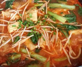 Spicy Kimchi Soup with Dumplings and Veggie
