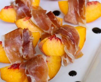 Peaches with Prosciutto and Balsamic Glaze