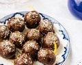 Almond dates chocolate truffles : Keeping it real !