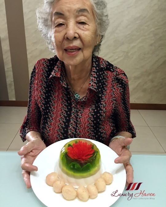 Fun Food: 3D Jelly Flowers with Lychees ( 水晶荔枝果冻花 )