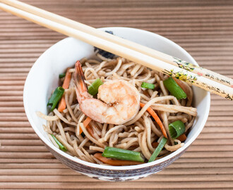 15 min Shrimp Chow Mein Recipe – Easy Chinese One-Pot Noodle How to [+Video]