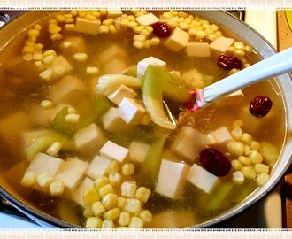 芹菜玉米豆腐排骨汤 Celery Corn Tofu Pork Ribs Soup