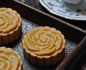 班兰翡翠巧克力莲蓉月饼 Pandan & Chocolate Lotus Paste Moon Cake