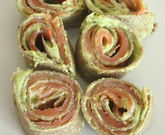 Roulés de galette de sarrasin au saumon fumé et avocat (Buckwheat pancake wraps with smoked salmon and avocado)