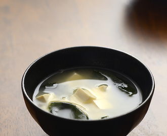Miso Soup Recipe (Super Easy!)