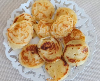 Poffertjes (mini crêpes hollandaises) (Poffertjes (mini Dutch pancakes)