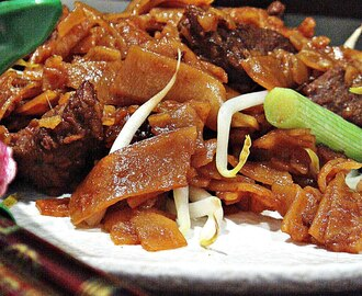 Beef Chow Fun/Stir-Fry Rice Noodles with Beef