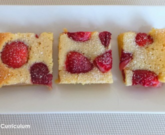 Brownies chocolat blanc et fraises (White chocolate brownies with strawberries)