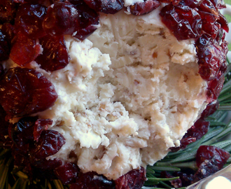 Christmas Cranberry Cheese Ball