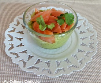 Verrines d'avocat au saumon fumé (Avocado glasses with smoked salmon)