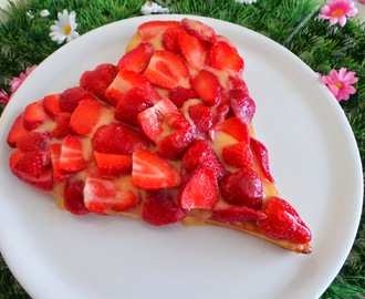 Tarte aux fraises et à la crème de citron (lemon curd) sur fond financier (Strawberry tart  with lemon cream)