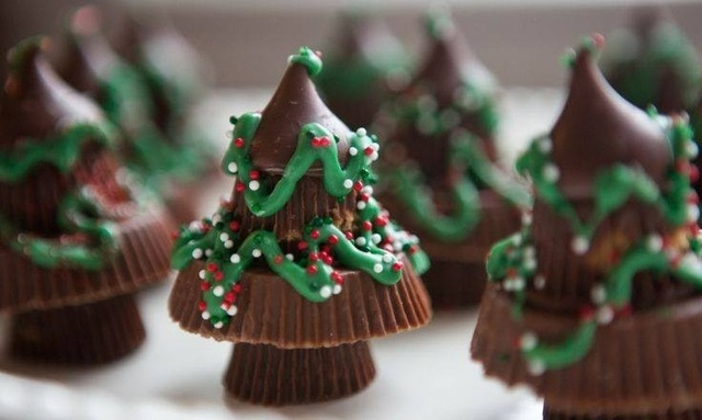 Easy No-Bake Reeses Cup Christmas Trees!