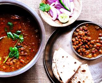 Kala Chana (Black chickpeas) in Tomato and Onion Based Gravy
