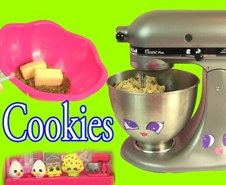 Queen Elsa from Disney Frozen Makes Homemade Chocolate Chip Cookies - Cookieswirlc Video