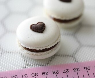 MACARONS WITH MILK CHOCOLATE FUDGE, HOW TO MAKE
