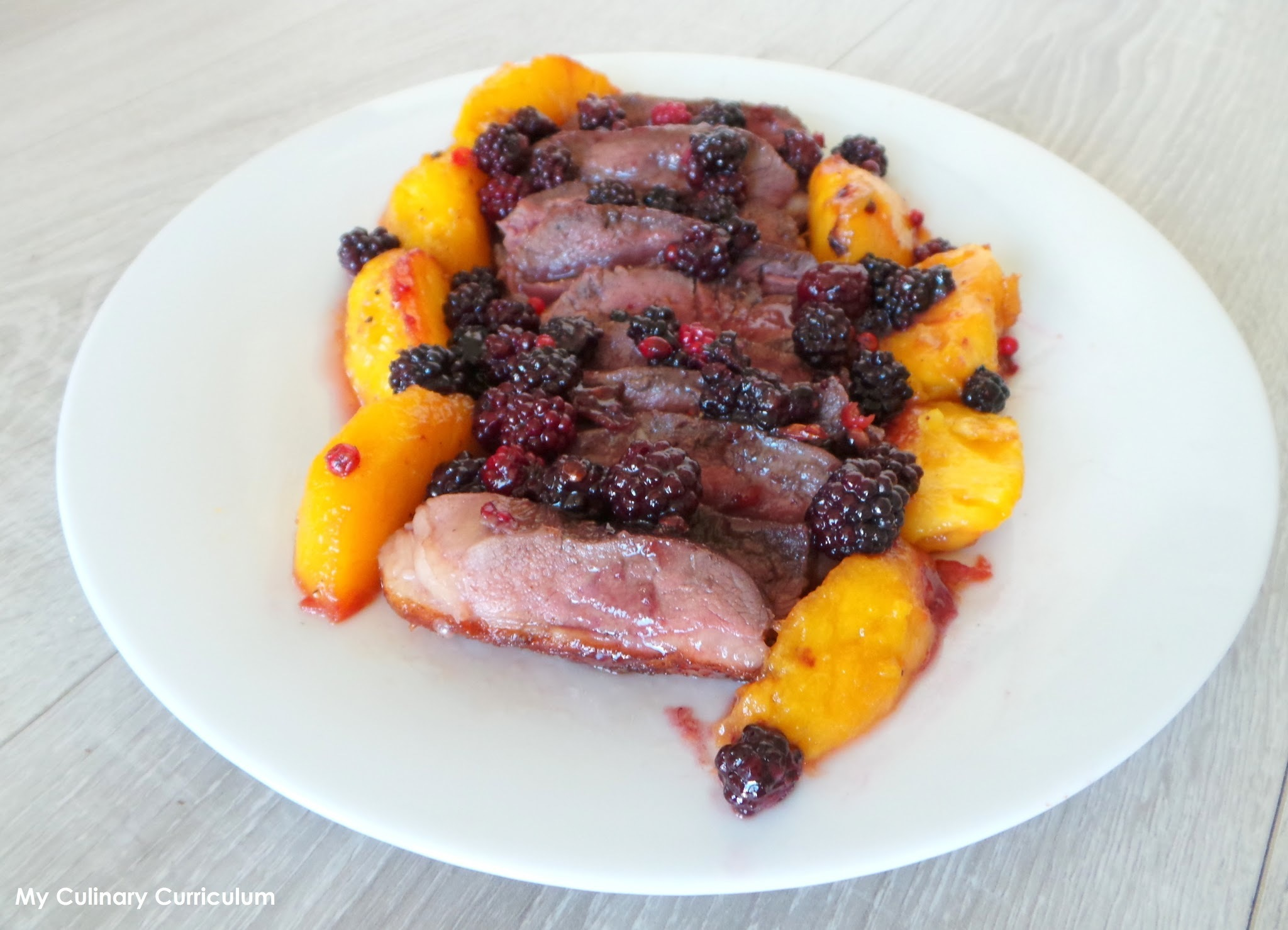 Magrets de canard aux pêches, mûres et sirop d'érable (Duck breast with peaches, blackberries and maple syrup)