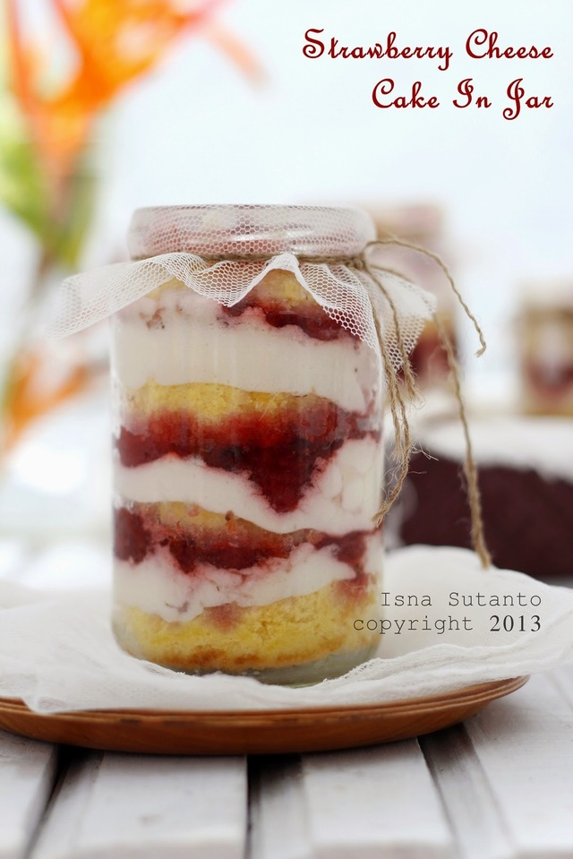 LBT#28. STRAWBERRY CHEESE CAKE IN JAR