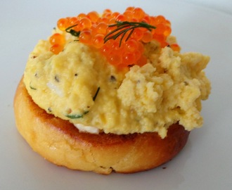 Oeufs brouillés au Brillat Savarin et oeufs de truite (Scrambled eggs with Brillat Savarin cheese and trout eggs)