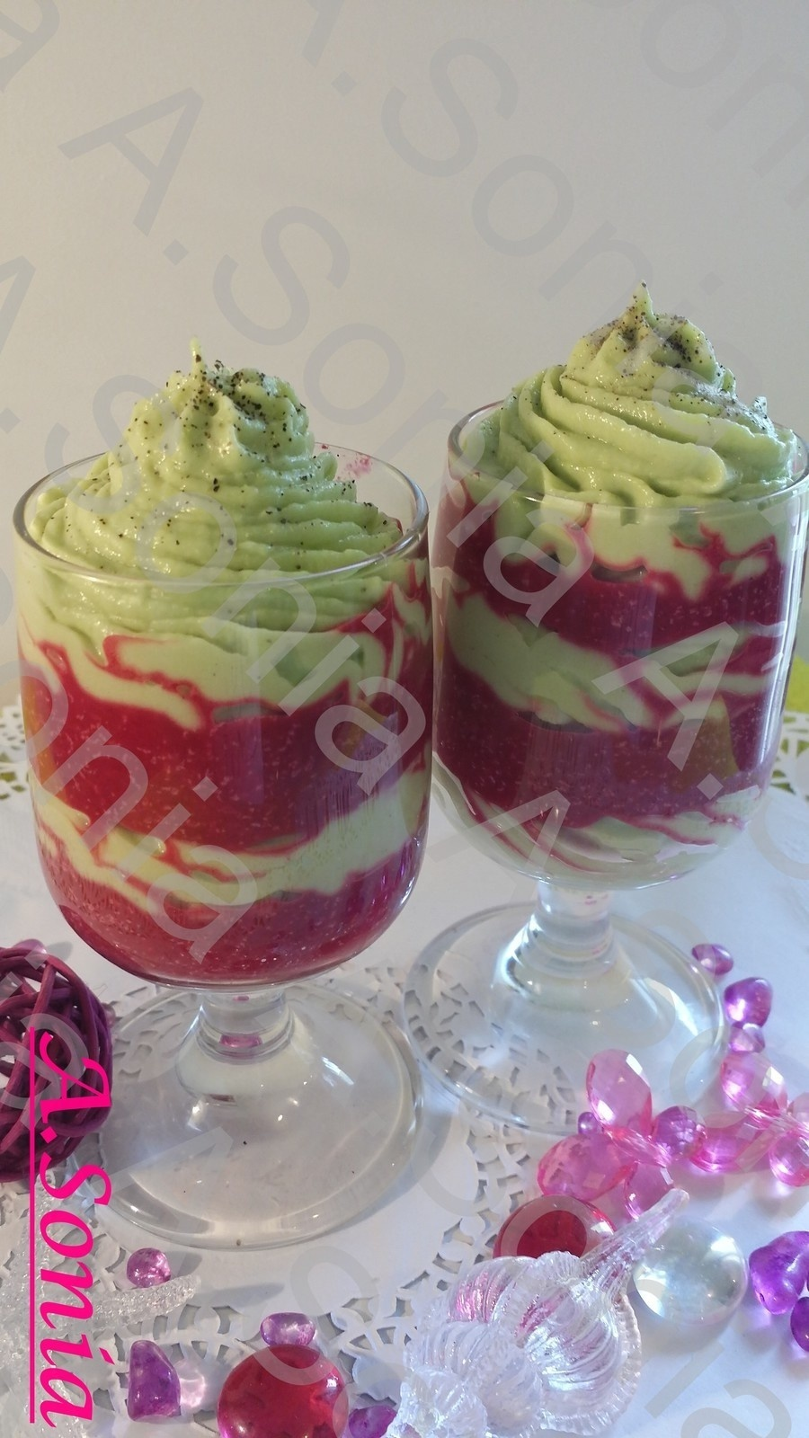 Mousse à l'avocat et betteraves relevées à l'ail