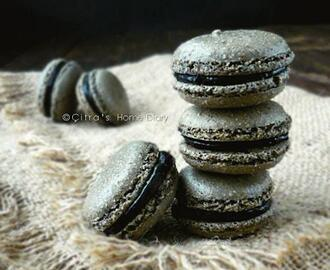 Black Sesame Macarons with Dark Cocoa filling