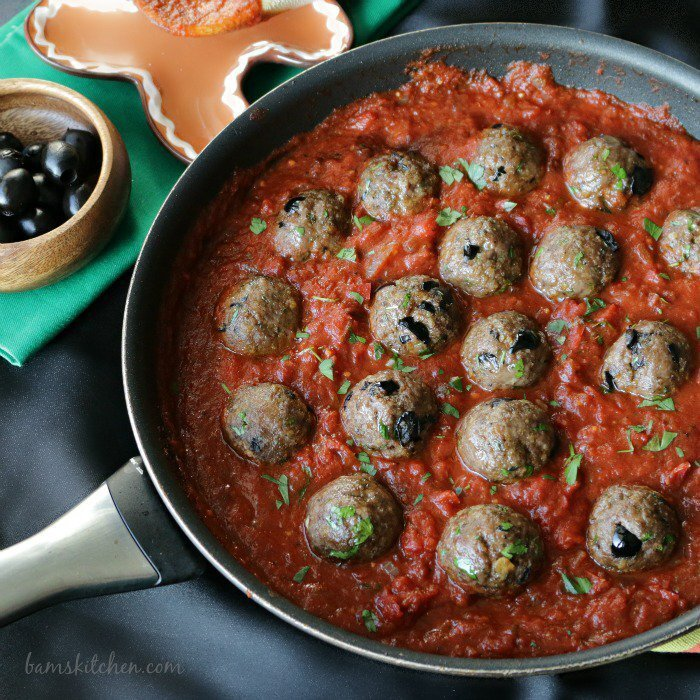 Spanish Meatballs with Pepper and Tomato Wine Sauce