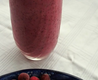 Berry citrus blitz smoothie, from Emily's 100 Best Juices, Smoothies and Health Snacks