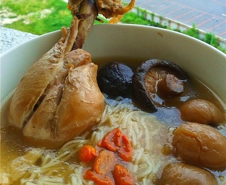 药材鸡汤面线 Mee Sua with Chinese Herbal Chicken Soup