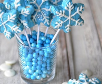 """Frozen"" Inspired Chocolate Rice Krispie Treats"