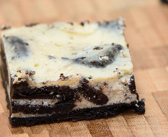Baked Oreo Cheesecake Slice