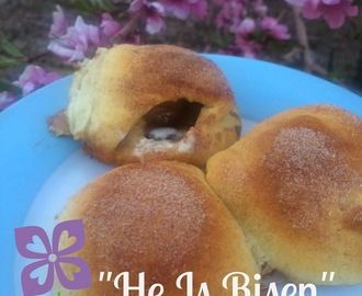 """He is Risen"" Rolls and Five SIMPLE Easter Traditions"