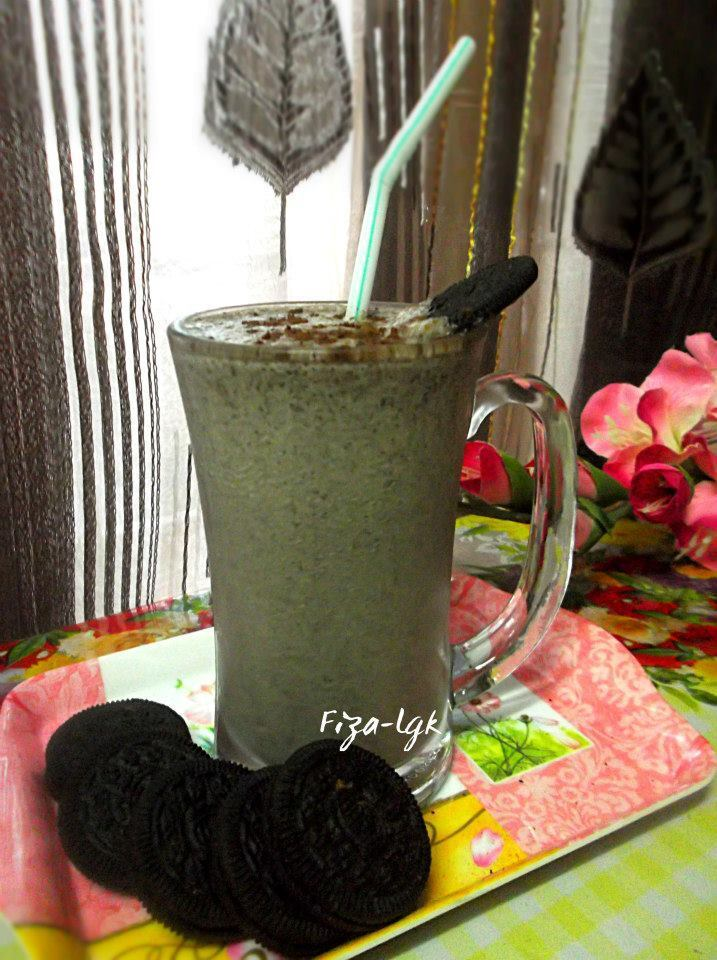 BANANA'S OREO SMOOTHIE