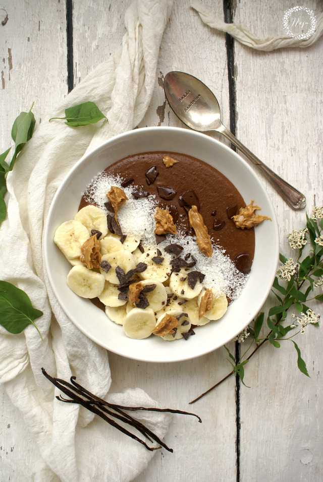 Hot chocolate smoothie bowl / Smuti bovla: vroča čokolada