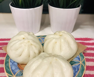 Steamed Pork Pao ( 鲜肉包子)