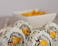 Vegan Inside-Out-Sushi with Mango, Panko and Sriracha Mayo | Healthy Vegan Sushi Recipes