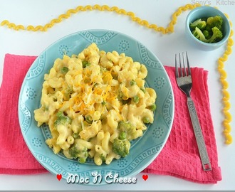 Mac and Cheese with Broccoli & Peas (Stove Top Version)–Easy Tiffin Box Recipe